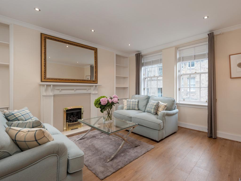 living room overlooks Royal Mile with 2 sofa bed