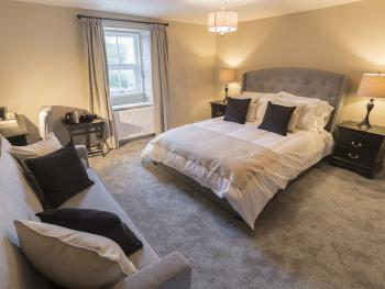 Family room-Luxury-Ensuite with Shower-Street View