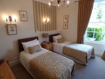 Twin room-Classic-Ensuite-Street View-The Endsleigh Suite