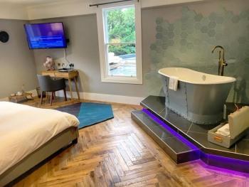 Junior Suite-Suite-Ensuite with Bath-Terrace-River View