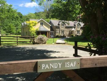 Pandy Isaf Country House B&B - Welcome to Pandy Isaf