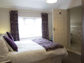Double room-Deluxe-Ensuite with Shower-Street View - Double room-Deluxe-Ensuite with Shower-Street View