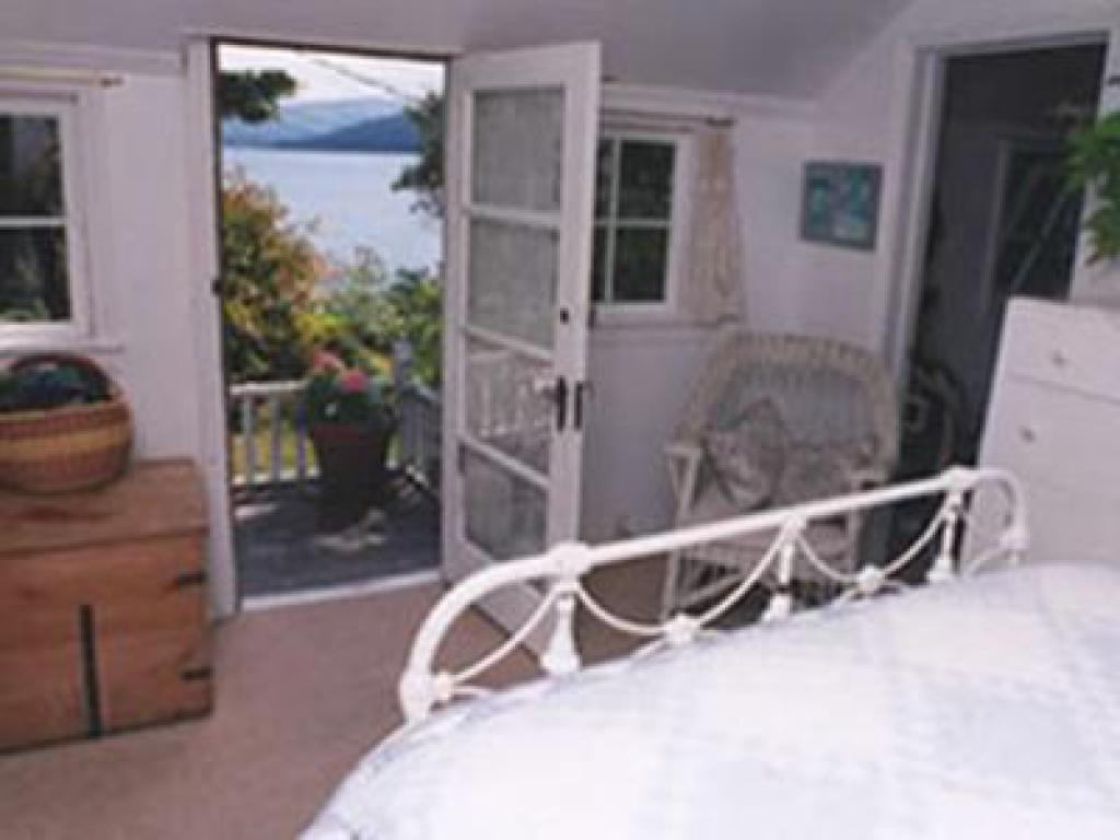 Cottage-Private Bathroom-Comfort-Ocean View-Bay Cottage
