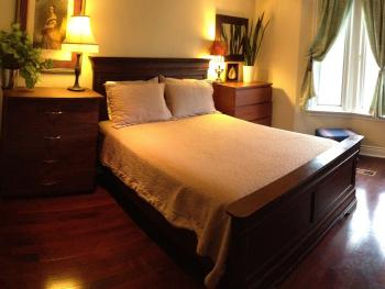 West Wing - Daily Hot Breakfast Option (7:30AM - 9:30AM) Large 2nd Floor Room with Air Jet Tub