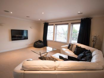 Crown Luxury Serviced Apartments -
