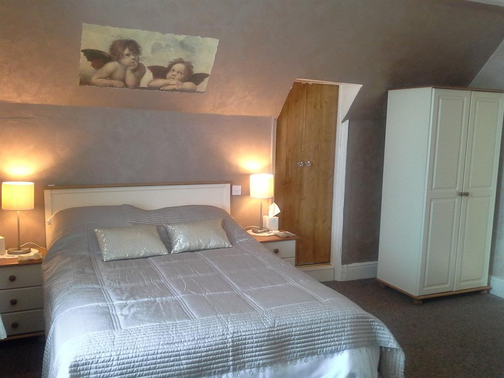 Family Ensuite - 1 double bed + 1 single  bed