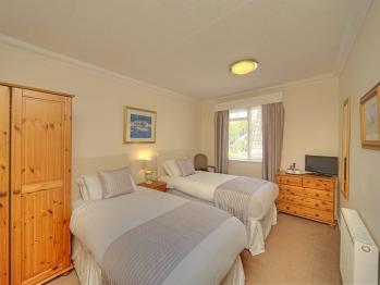 Room 6 (Twin room)
