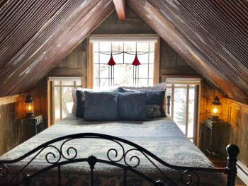 Bootlegger Barn bedroom