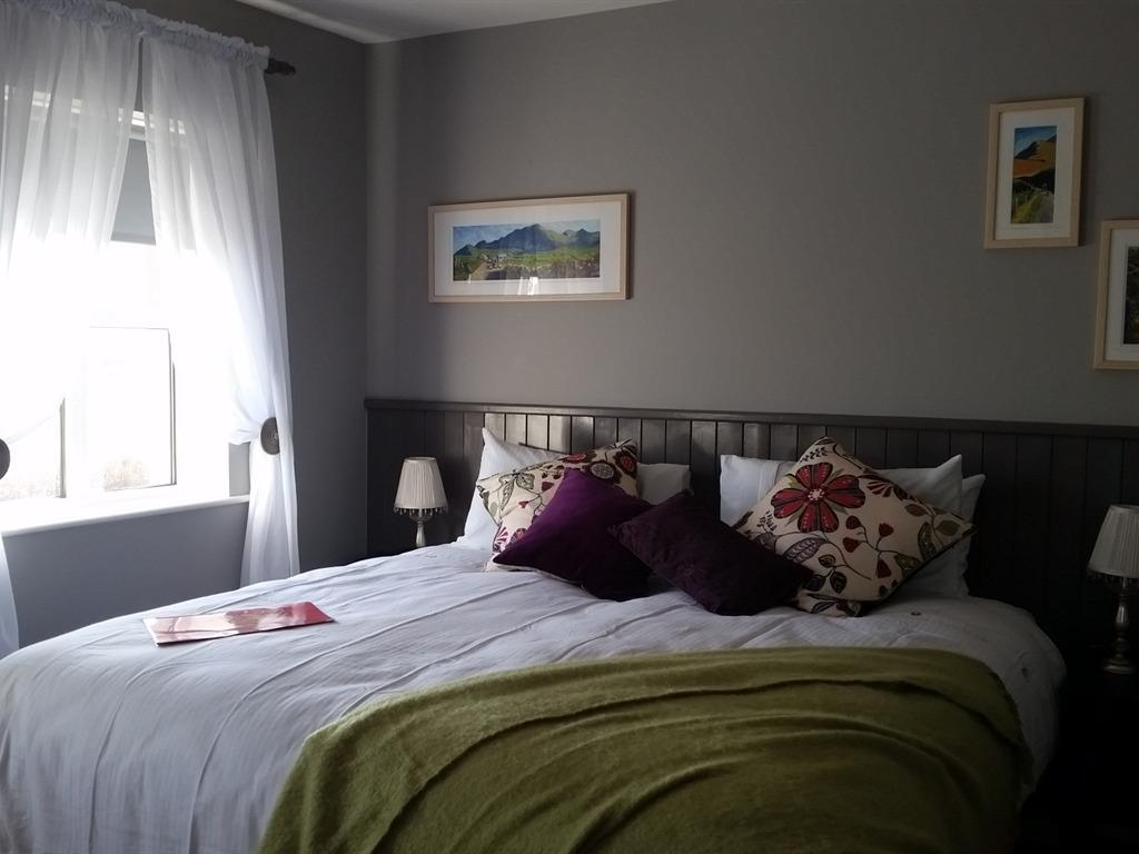 King-Ensuite-Mountain View - Double Bed