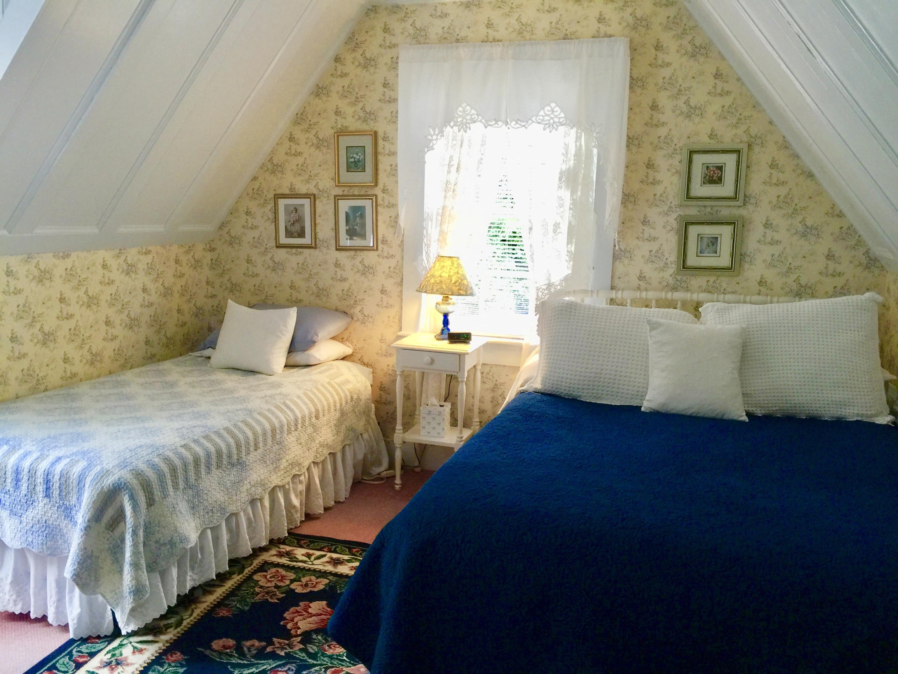 Double room-Private Bathroom-Deluxe-Balcony-Garden - Base Rate