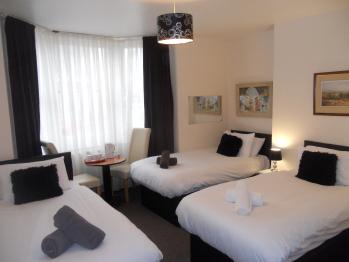Triple room-Ensuite-Sea View