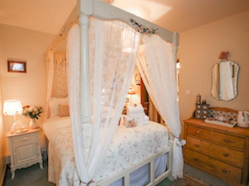 Double room-Ensuite-Garden View-Room 2 - Double room-Standard-Ensuite-Garden View-Room 2