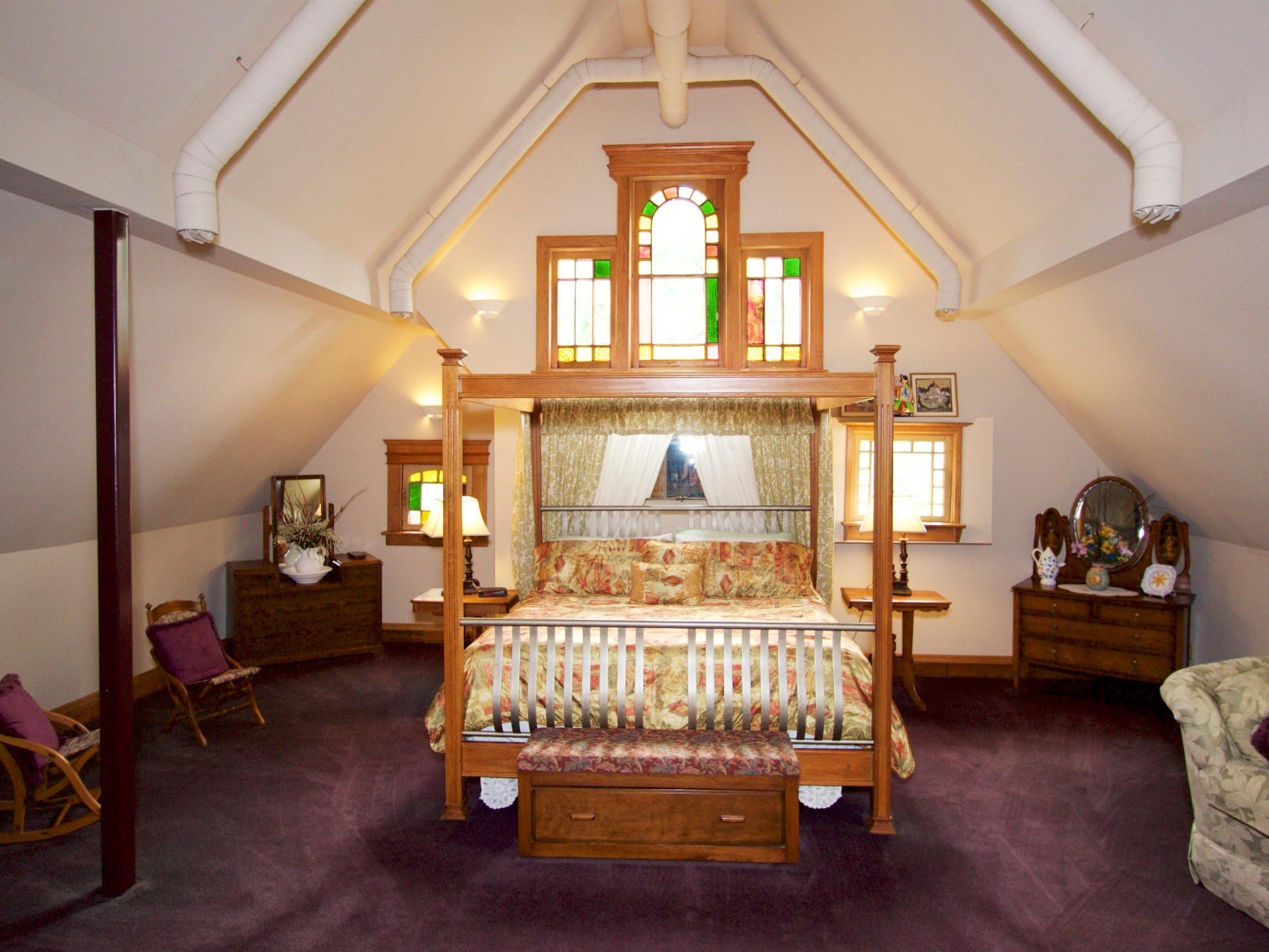 Apartment-Ensuite-Standard-King suite