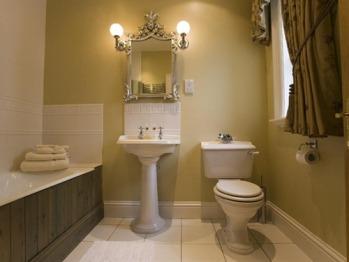 En-suite to Paxton Bedroom