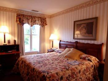 Century Village View, King Size Bed