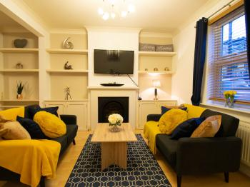 GRAFTON COTTAGE - Bright Comfy Lounge