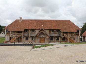 Entrée et parking - Le Manoir - Domaine le Clos du Phare