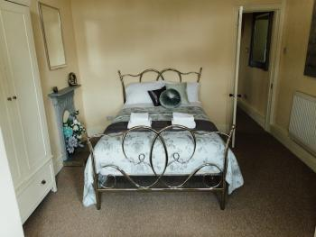 3 Bedroom Cottage - Private Bathroom (No Individual Rooms Available) - Sleeps 3 to 5