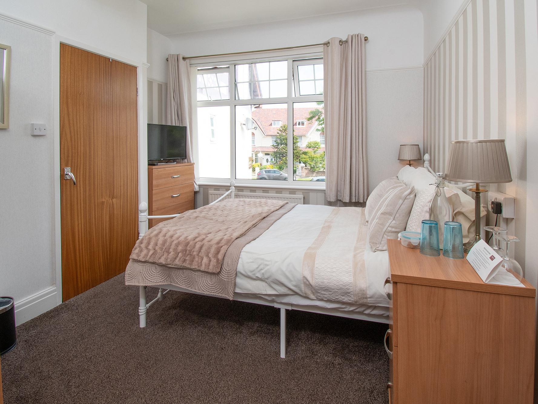 Double room-Classic-Ensuite with Shower-Small