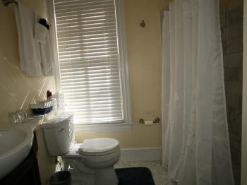 Merlot Room Bath