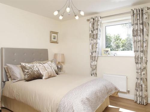 Main room en-suite Apple House Guesthouse Heathrow