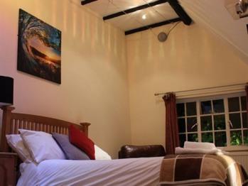 Ensuite rooms with exposed beams. Old Bell Wooburn Green, Buckinghamshire