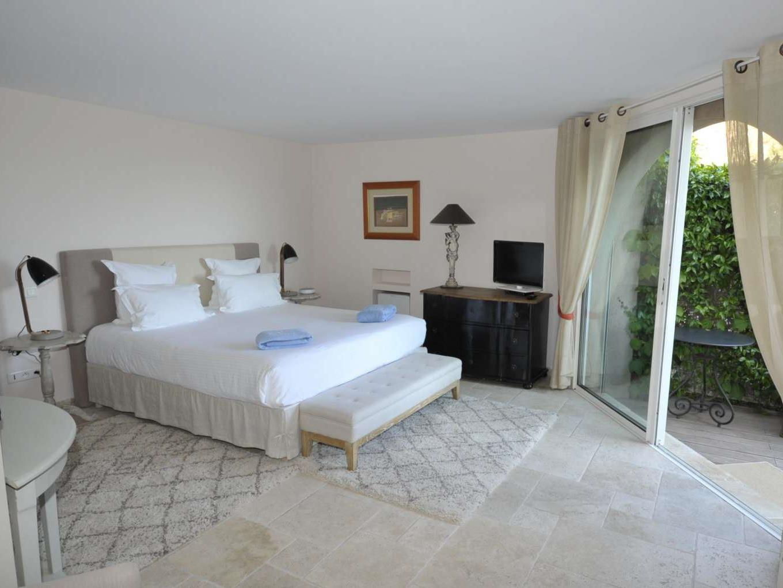 Chambre double avec terrasse - Vue mer latérale - Petit Déjeuner offert