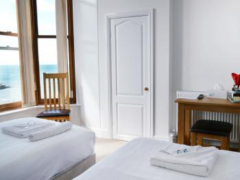 Twin Room with Sea View and En-suite