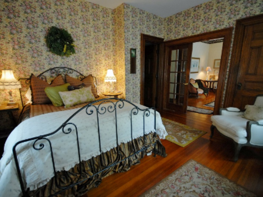 Double room-Ensuite-Standard-Hydrangea Suite - Base Rate