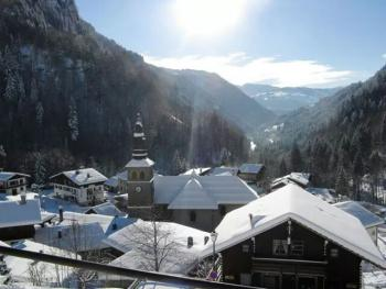 Village la Giettaz sous la neige