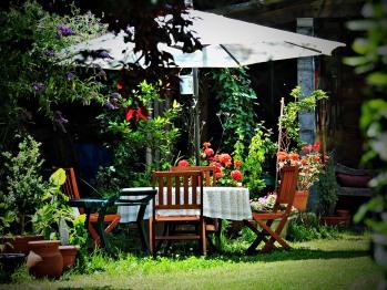 L'un des nombreux salons de jardin du parc