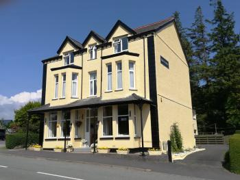Bron Rhiw Hotel - building front