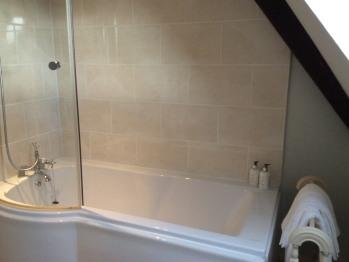Rockingham En Suite Bathroom