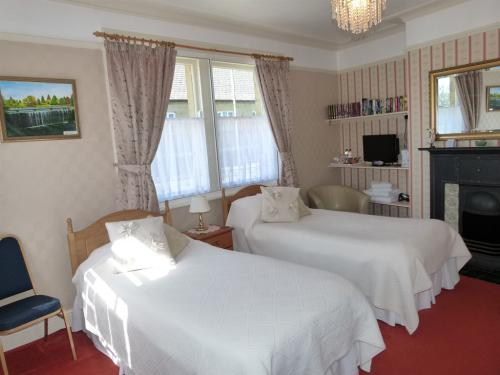Room 1 has a zip link bed and can be a kingsize double/twin en suite.