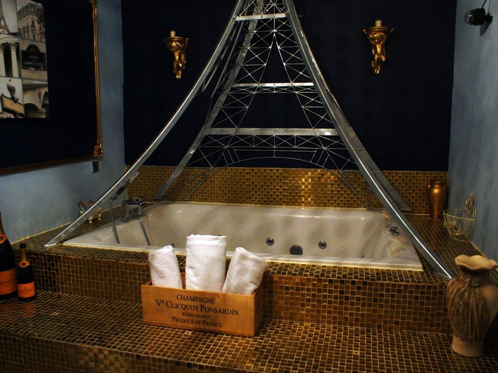 Double room-Ensuite-Paris Suite