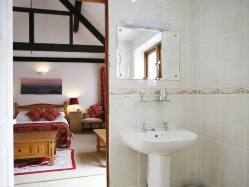 Eldon 1 en suite wet room.