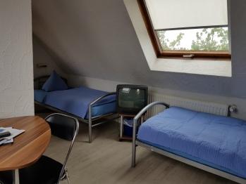 Dreibettzimmer-Standard-Eigenes Badezimmer-Dachzimmer