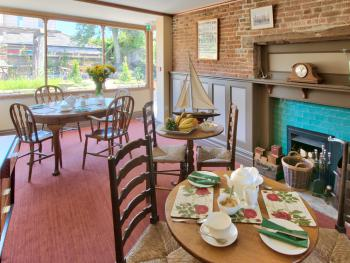 A view of the breakfast/tea room.