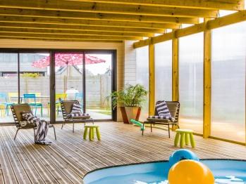 La piscine intérieure de la Villa des Dunes Santec