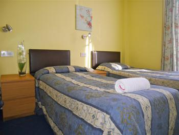 Twin room-Classic-Ensuite-City View