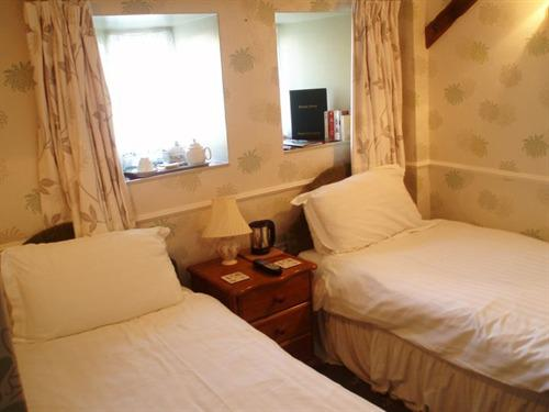 Twin room-Deluxe-Ensuite-Rosedale - Base Rate