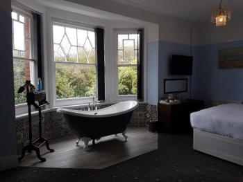 Suite-Deluxe-Ensuite with Bath-and shower - Suite-Deluxe-Ensuite with Bath-and shower