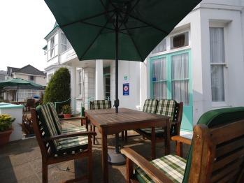 Roseglen Hotel - Patio Area