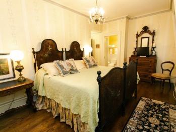 Queen-Ensuite-Superior-Garden View-The Silas Robbins Room