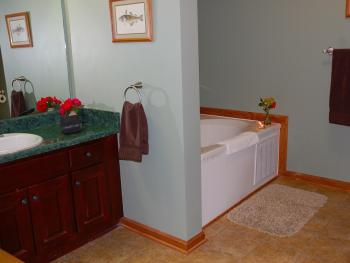 Whissenhunt Mtn Suite bathroom