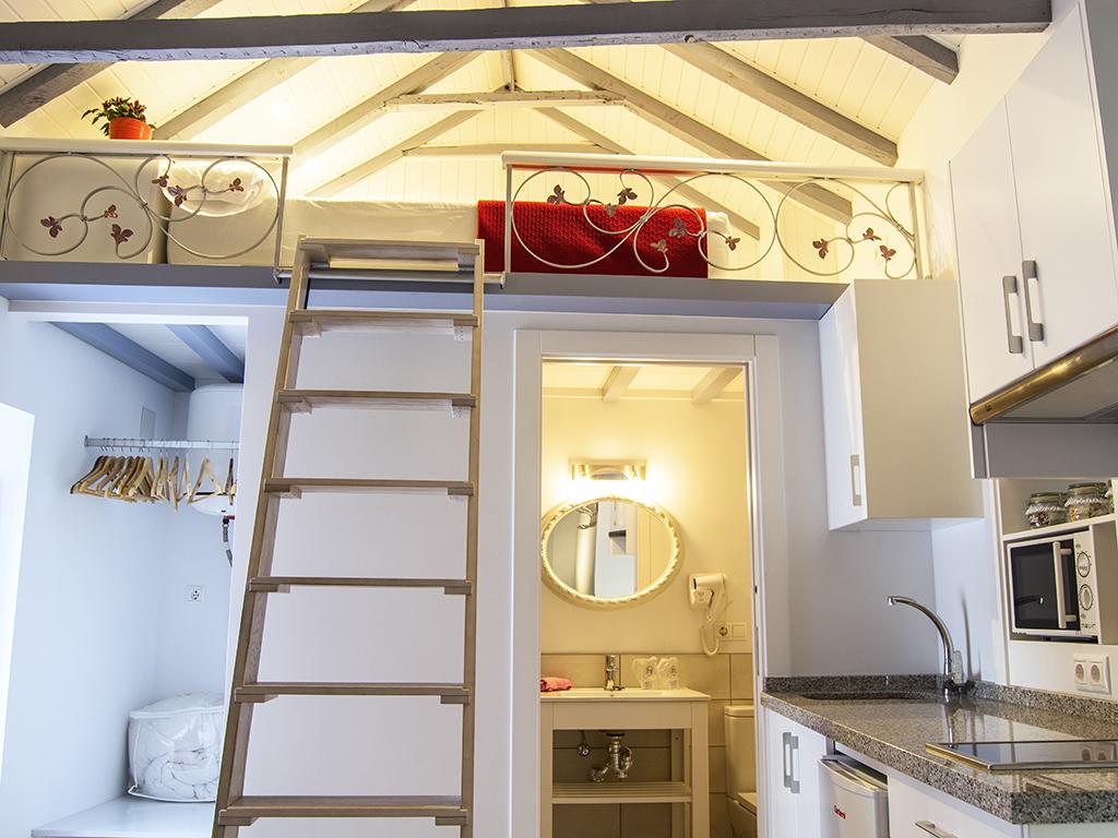 Gris-Apartamento-Superior-Baño con ducha-Vista a la Calle - Estándar