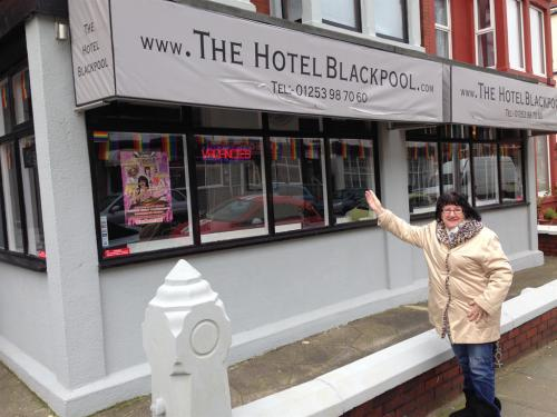 Actress ALICE BARRY stayed with us Feb 2016