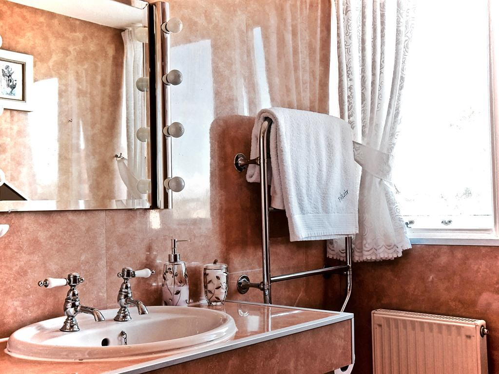 Double room-Ensuite with Shower-Sandpiper - Base Rate