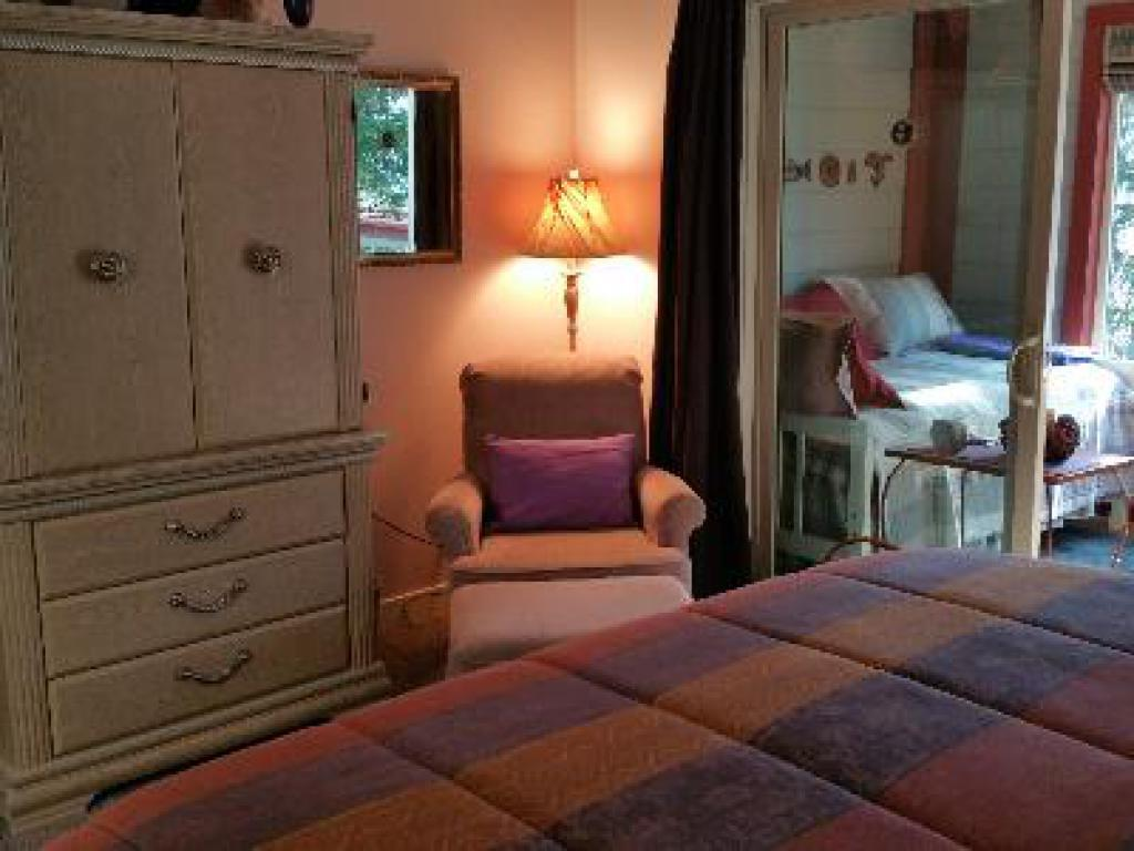 Ravens Haven-Triple room-Private Bathroom-Romantic-Ocean View - Base Rate