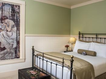 Standard Queen Room 20